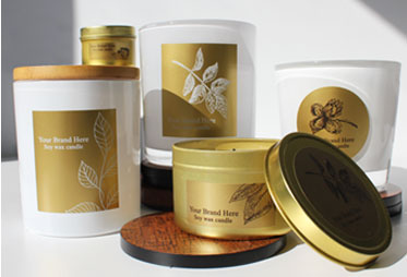 Adhesive labels in gold metallic on candle containers