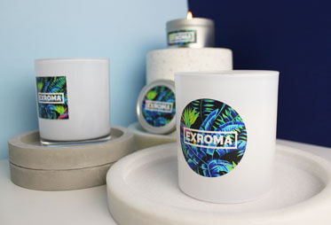Adhesive labels in full colour on candle containers